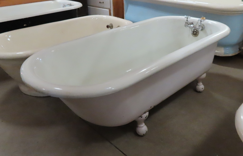 clawfoot bathtub PJT